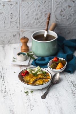 Ravioles et bouillon de Poularde Fermière d'Auvergne, minestrone de légumes, concombre et aneth